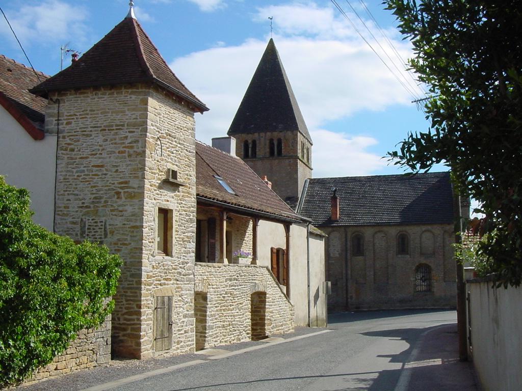 Genouilly - Maison église